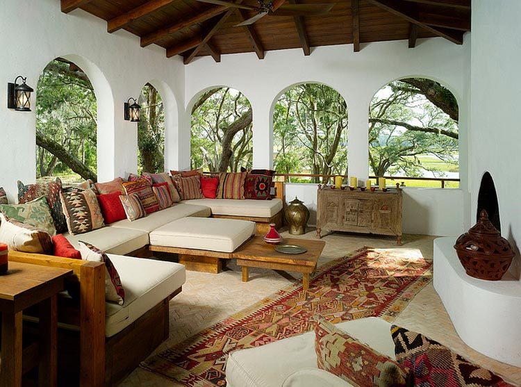Arched windows drive home the Moroccan style with a Middle eastern touch